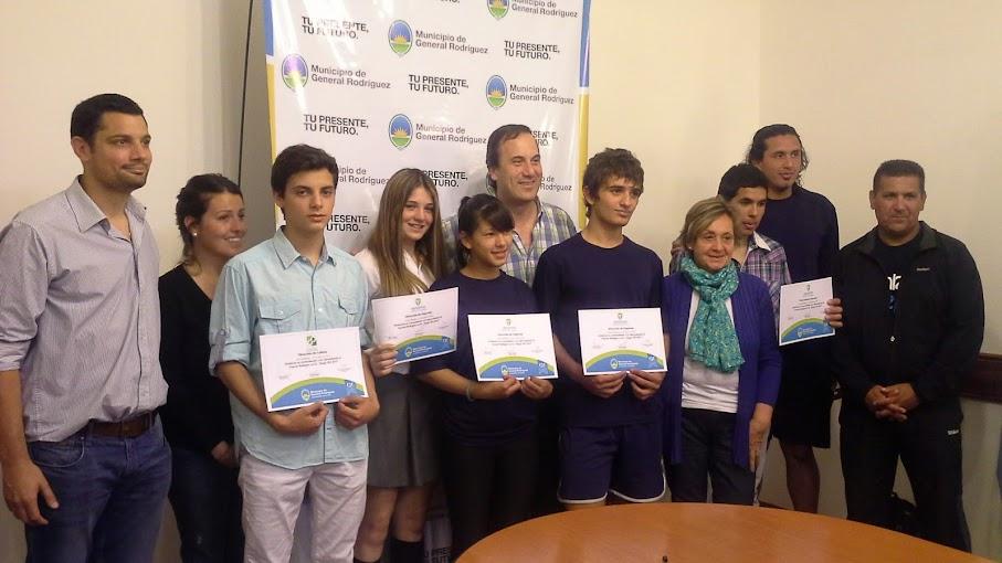 La mayoría de la delegación de jóvenes lograron medallas en los Juegos BA y los reconocieron en el municipio