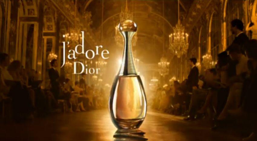 Resenha do JAdore da Dior: perfume sensual e apaixonante!   perfume jadore dior resenha frasco   perfumes    violeta rosa resenha preço perfumes importados perfumes femininos Perfumes Notas do perfume lista de melhores perfumes jasmim floral frutal florais damasco Christian Dior Charlize Theron almíscar