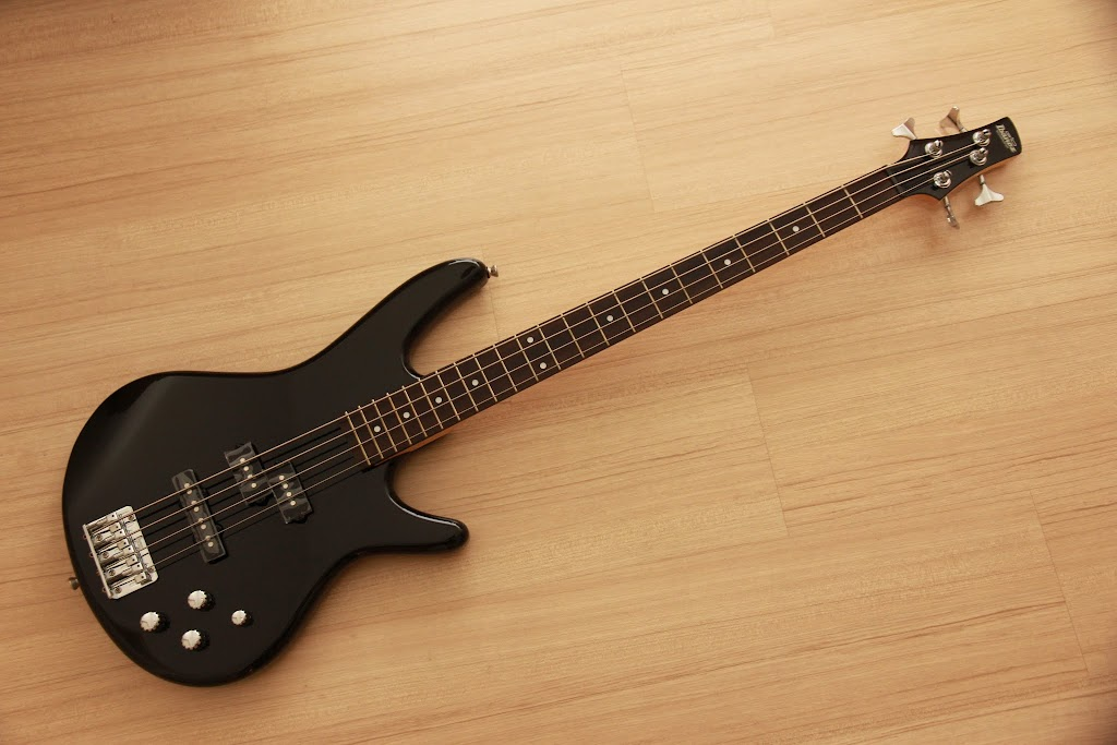 CRINSON MUSIC AND GUITARS: Ibanez GSR200 Black