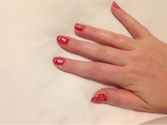 zigzag manicure with dots