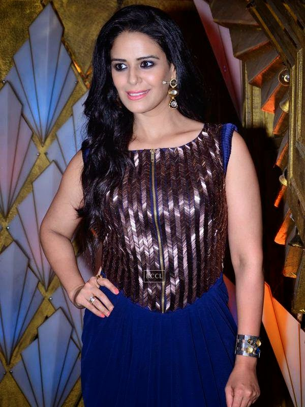 Mona Singh on the sets of Entertainment Ke Liye Kuch Bhi Karega, in Mumbai. (Pic: Viral Bhayani)