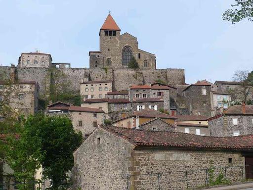 Le village et l'abbaye de Chanteuges