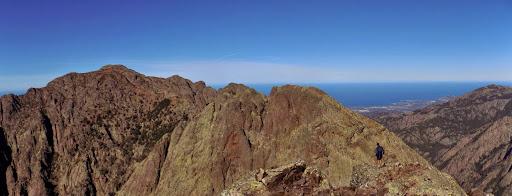 Victor au sommet du Capu Taïta, avec le Ceppu à gauche et Meta di Filu à droite