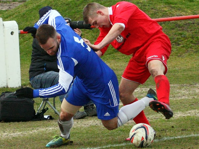 Ronnie Jones and Darren Bailey tangle