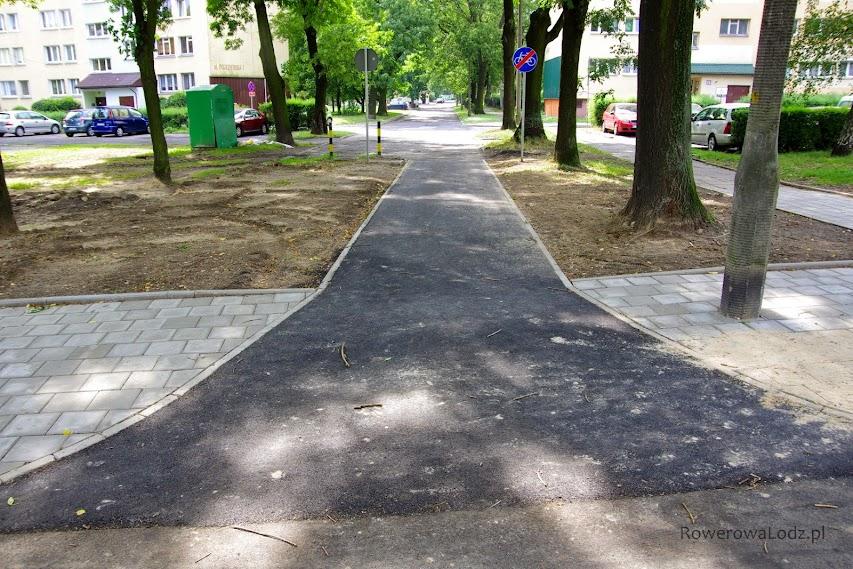 Dojazd do ulicy Piotrowiczowej - korzystać z niej moga jedynie rowery.