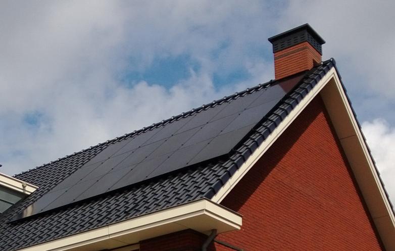 Den Haag, 4.590 Wattpiek (zwarte zonnepanelen)