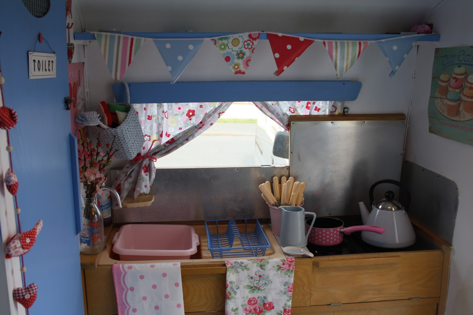 polly dolly vintage my vintage caravan. Black Bedroom Furniture Sets. Home Design Ideas