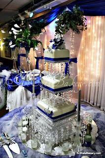 Modern Art Deco Round Six Step Wedding Cake With Teal Ribbon