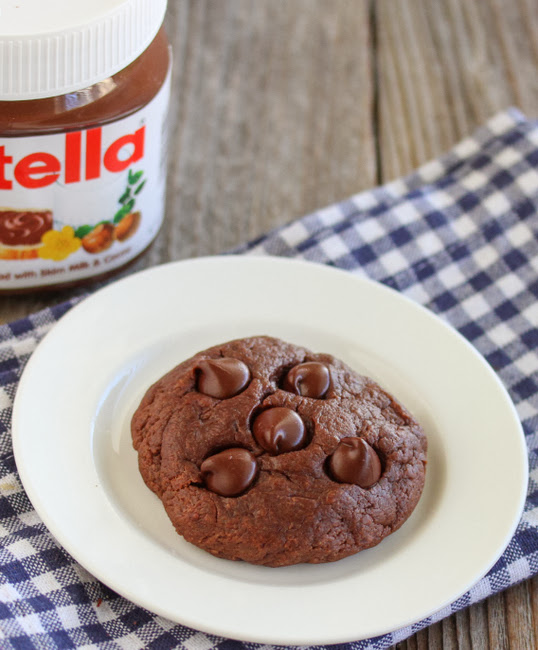 overhead photo of a nutella cookie