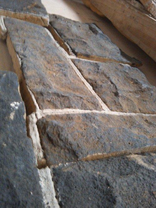 odlane kamienie