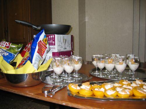 Chips voor bij het aperitief en gevulde zonnetjes als dessert.