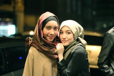 seperti Hana Tajima dan Yuna dan fesyen selendang / tudung terkini