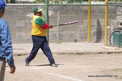 Martín Banda de Insulinos en el softbol botanero
