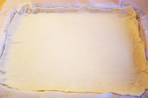 Пирог с картошкой из слоеного теста