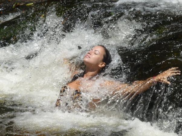 image Em familia na cachoeira com a madrasta