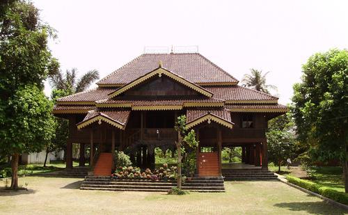 RumahKita.com: Rumah Adat Lampung(Nuwo Sesat)