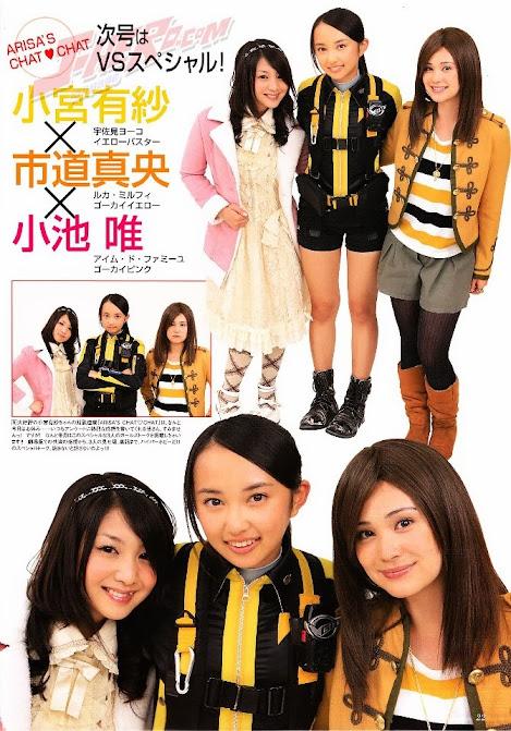 Komiya Arisa como Usami Youko, junto com Koike Yui e Ichimichi Mao