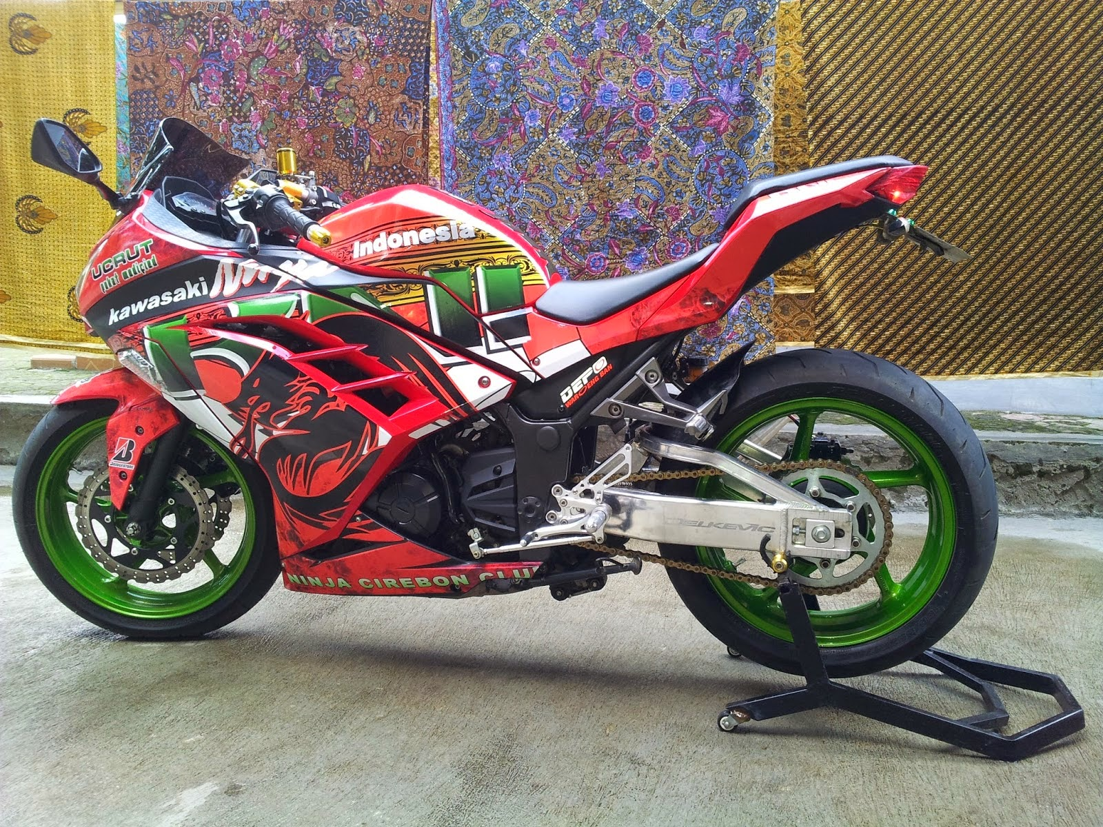 modifikasi ninja 250 fi merah