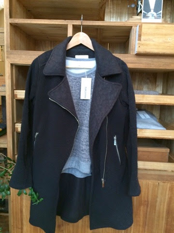秋冬物コート、ブラック色。PIANO PIANO