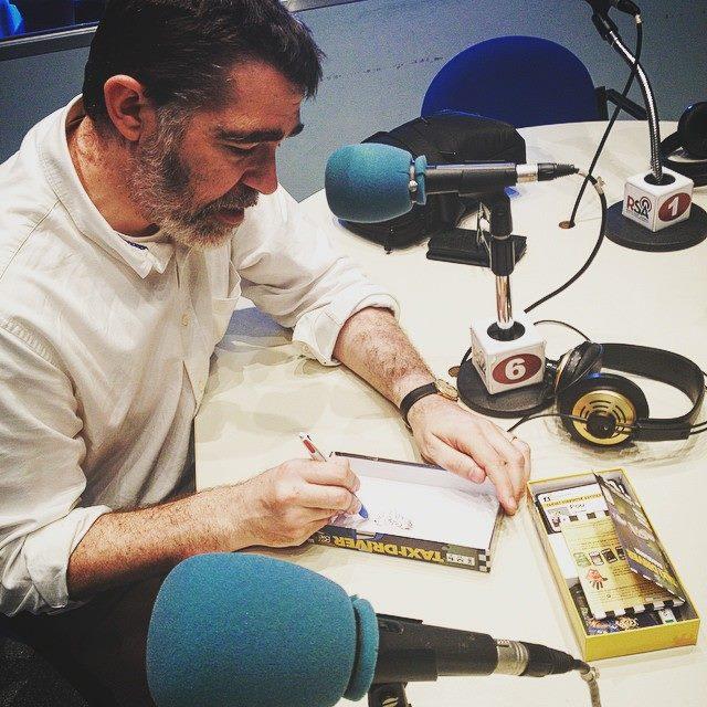 Bié dedicant el seu Taxi Driver Barcelona als estudis de Ràdio Sant Andreu