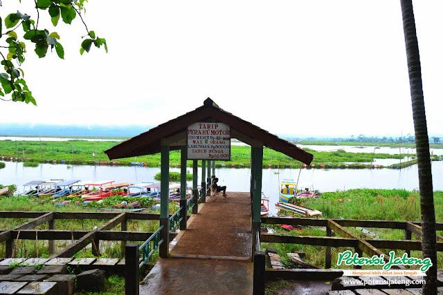 Tempat Penyewaan Perahu Motor Bukit Cinta Banyubiru