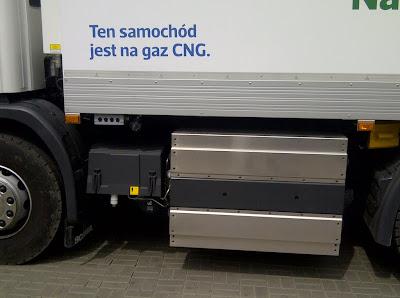 Pojazdy zostały wyposażone w lekkie, kompozytowe zbiorniki na CNG