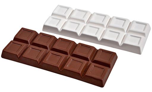 Saboreando barra de chocolate - 2 3