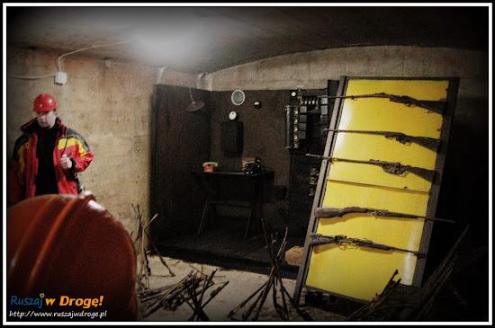 osówka głuszyca - podziemna wystawa militariów