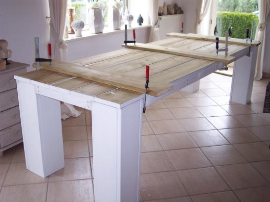 Zelf een houten tuintafel maken van steigerdelen for Zelf een tuintafel maken