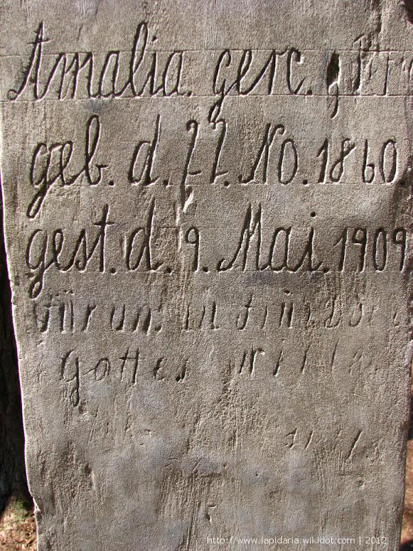Inskrypcja ręczna na obelisku