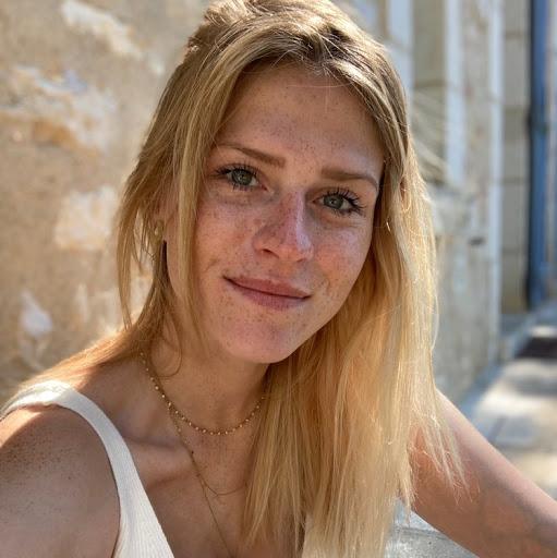 Charlotte Moreau Photo 20
