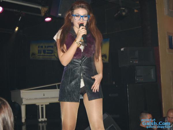 Disa foto nga Kengetarja simpatike Elvana Gjata te bera ne diskoteken