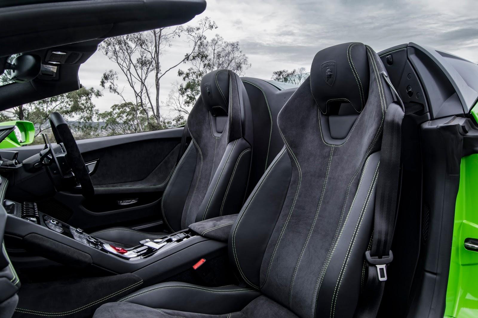 Nội thất của xe quá đẹp và thể thao, chắc chắn ngồi lên sẽ thấy phát cuồng