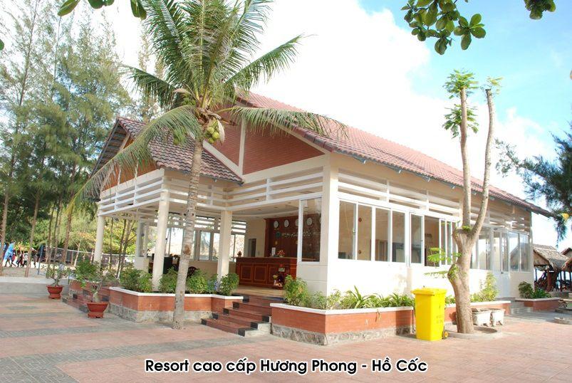 Resort Cao cấp Hương Phong - Hồ Cốc, Vũng Tàu sử dụng hệ thống 12 máy nước nóng năng lượng mặt trời MEGASUN công suất 300 lít / máy.