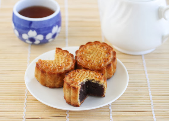 photo showing a mooncake sliced to show the filling