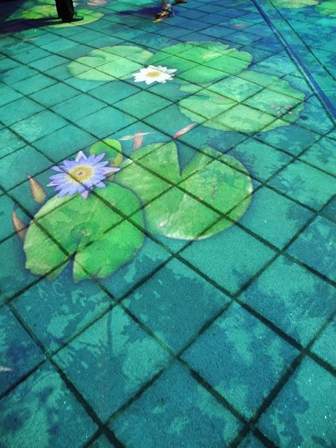 圓山公園區 - 入夜後會有地上的動畫展出