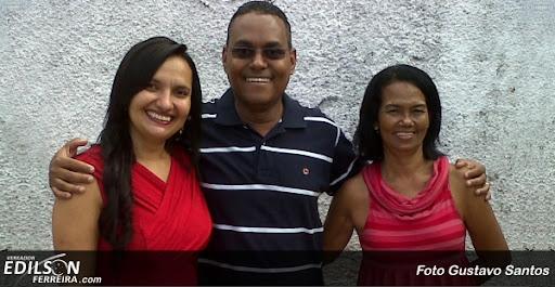 Edilson Ferreira com sua esposa [esq] e assessora Nadir Amorim [dir]