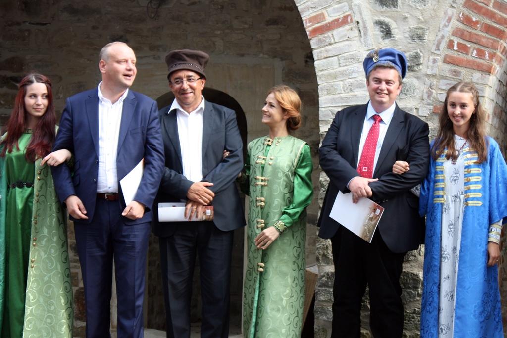 prefectul Florin Sinescu, președintele PSD al CJ Suceava, Ioan Cătălin Nechifor, sentorul PSD Ovidiu Donțu