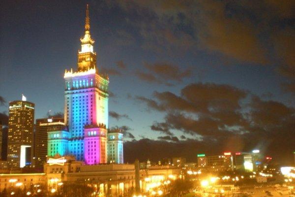 Vista nocturna de Varsovia, Polonia