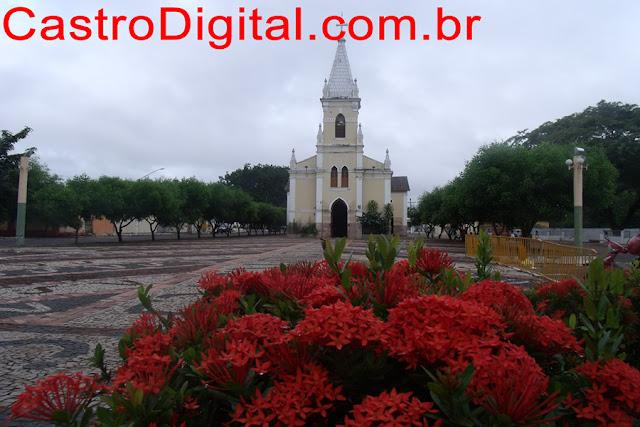 Praça e igreja de Santa Terezinha