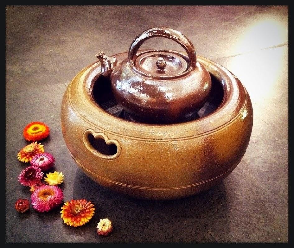 柴燒水壺與燒炭盆