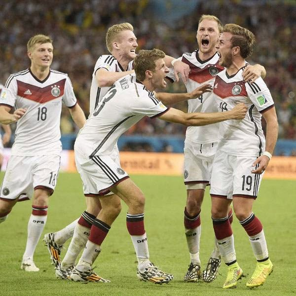 Germany's forward Mario Goetze (R) celebrates with teammates after scoring during the final football match between Germany and Argentina for the FIFA World Cup at The Maracana Stadium in Rio de Janeiro on July 13, 2014.