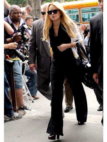 LINDSAY LOHAN SEXIEST COURT FASHION OUTFITS