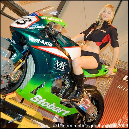 КОНКУРЕНЦИЈА - Page 2 NEC_Motorcycle_Show_Dynojet_Stand_Bike_Babe_Model