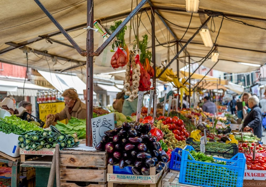 The local market, on the way to Piazza San Marco