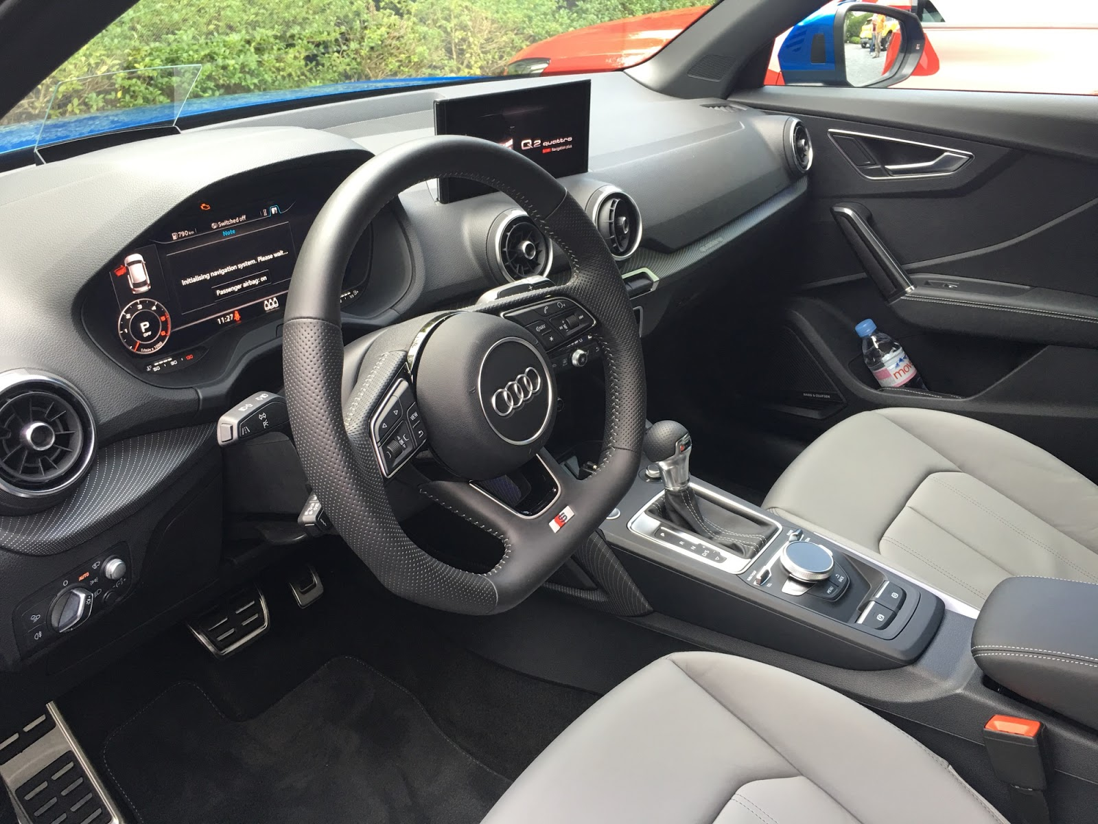 Nội thất của xe khá hiện đại nhưng không phải quá hào nhoáng