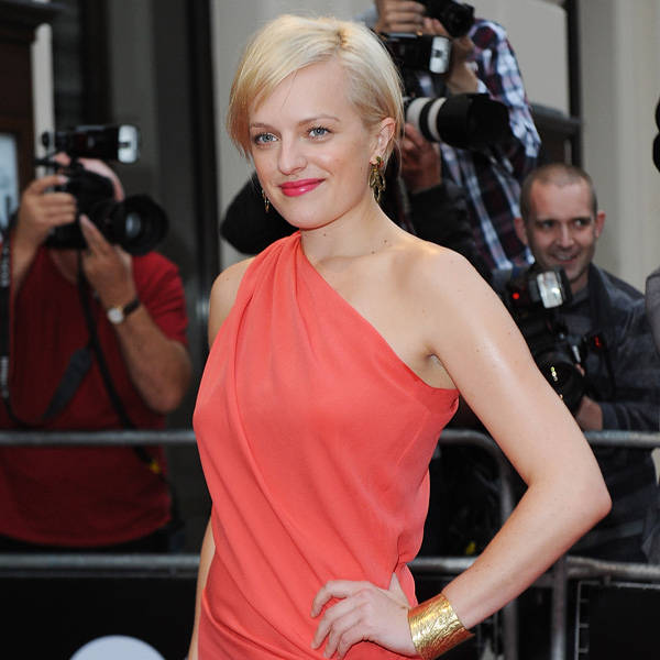 With an impressive line of work and some big projects ahead, Hollywood stunner Elisabeth Moss is obviously one rich beauty who after divorcing Fred Armisen is single.