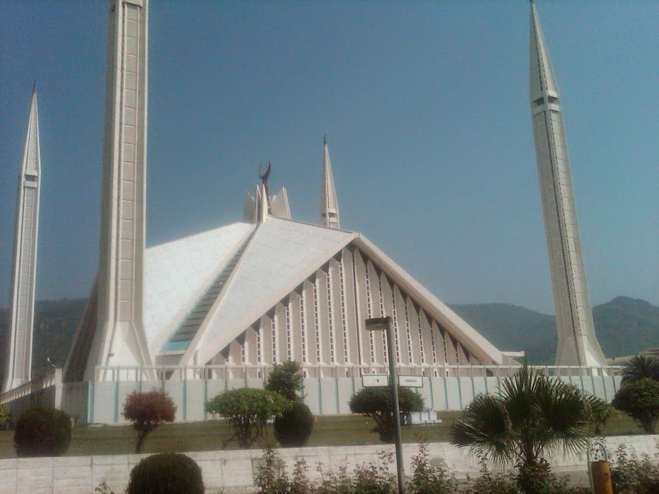 Faisal Mosque Scenic Photograph