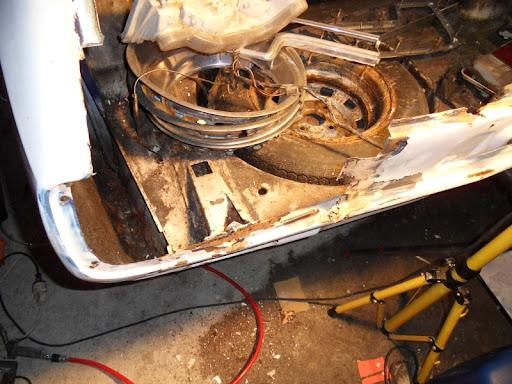 [MAZDA 121]Restauration Mazda 121 1977 - Page 4 Coffre6