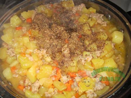 как жарить картошку с фаршем на сковороде